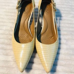 Joan & David Circa Cream Snakeskin pump heel